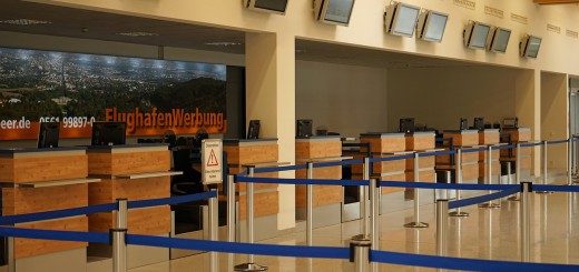 airport-932092_1280